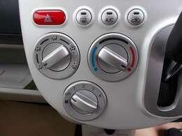 シンプルで操作性に優れたエアコン♪室内をいつでも快適なコンディションに保ちます♪