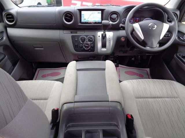 クリーニング済みの綺麗な運転席!気持ち良くお乗りいただけます!インテリキー&プッシュスタート・エアバック・ABS・左右パワーウインドウ・電格ミラーと快適装備!車両状態良好で自家用車にもおすすめ!