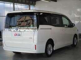 車体色ホワイトパール 長さ469cm 幅169cm 高さ182cm 5ナンバーサイズミニバン