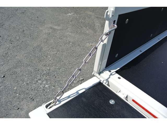 リヤゲートチェーン付きで使用用途が広がります!