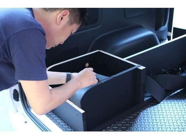 Aプラン画像:社外架装部品の取付時は「ただ取り付ける」だけじゃない!車両やパーツに細心の注意を払い取付、架装を行います。お車は高額な買い物です。どこまでも丁寧に。