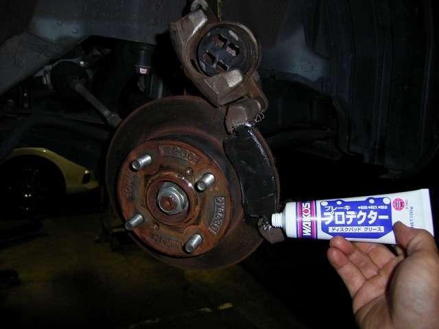 Aプラン画像:当社ではフロントブレーキの分解、清掃及びグリスアップを車検点検整備時に必ず行います!