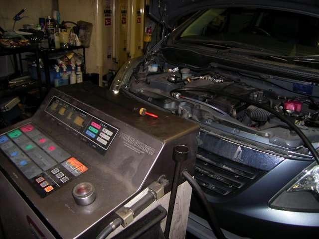 納車前にはオートマチックオイルのチェックも行います!汚れている場合は専用の機械で振る交換します!