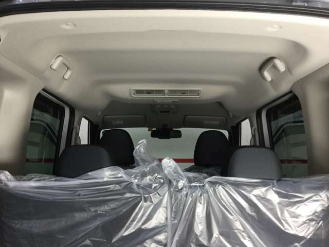 プラズマクラスター搭載リヤシーリングファンで空気を巡回させ後席に座る人を快適に!