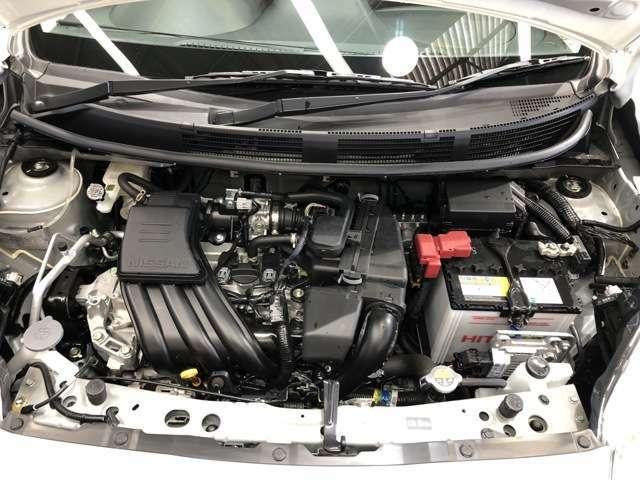 エンジンルームもクリーニング済みできれいですよ。日産の整備士がしっかりと丁寧に点検していますので安心してお乗りいただけます