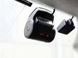 高品質で信頼性の高い純正ドライブレコーダーを装備しています。