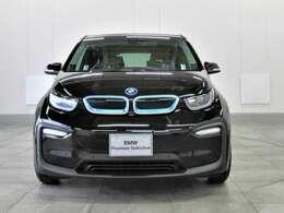 BMWと言えば個性的なキドニーグリル!いつの時代も色あせることない存在感を示してくれます。