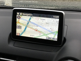 メーカー純正装着のマツダコネクトはスマートフォンなどとBluetooth接続することができ、ナビゲーションやハンズフリーだけでなく、インターネットラジオなど、さまざまな機能を搭載しております。