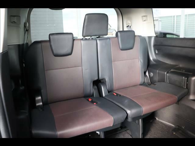 3列シート 7人乗りで大人数でのドライブが楽しめます。