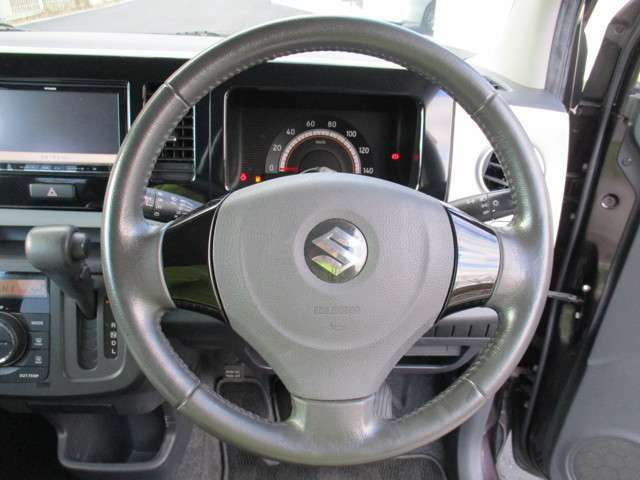 使用頻度の多いステアリング周りもご覧の通り!前オーナー様が大切にお車を使用していたことが伺えます♪