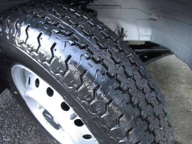 タイヤの溝もバッチリです!!しばらく交換は不要です!安心してお乗り下さい!