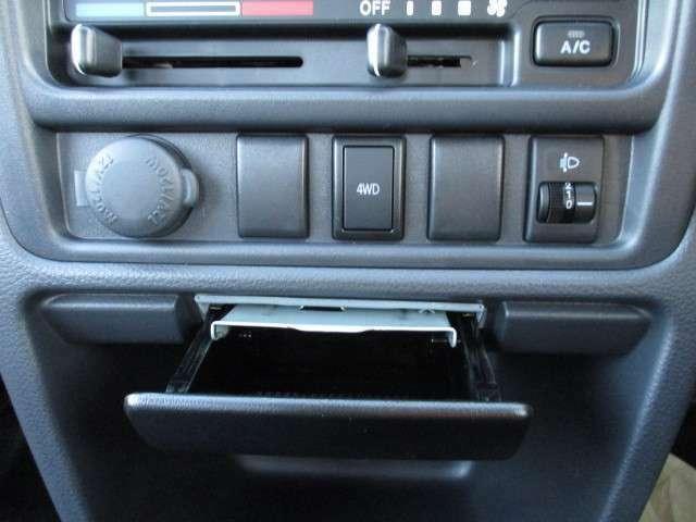 2WDと4WDをこのボタンで簡単に変更できます!!