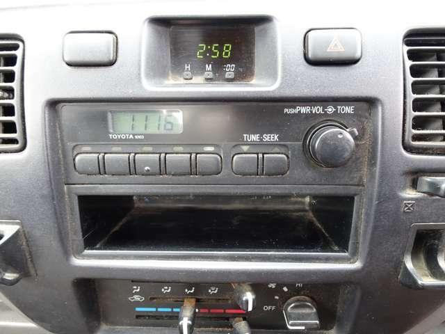 AMラジオのみです。別途料金になりますがポータブルナビも販売しております。