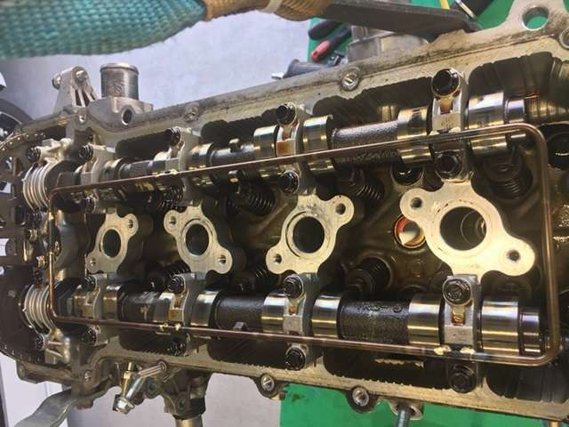 そこで、エンジンのパーツ全て分解。