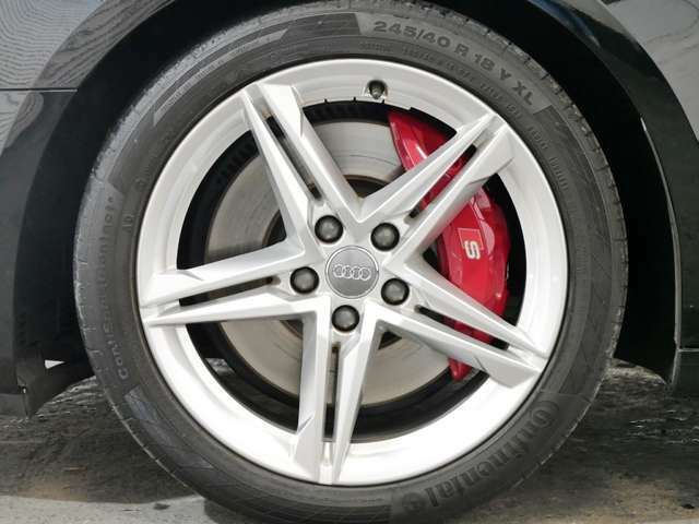 オプション カラードブレーキキャリパーレッド☆関東最大級のAudi・VW専門店!豊富な専門知識・経験で納車後もサポートさせていただきます☆