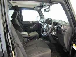 ファブリックシート搭載。大きい座席でゆったりとお乗りいただけます。