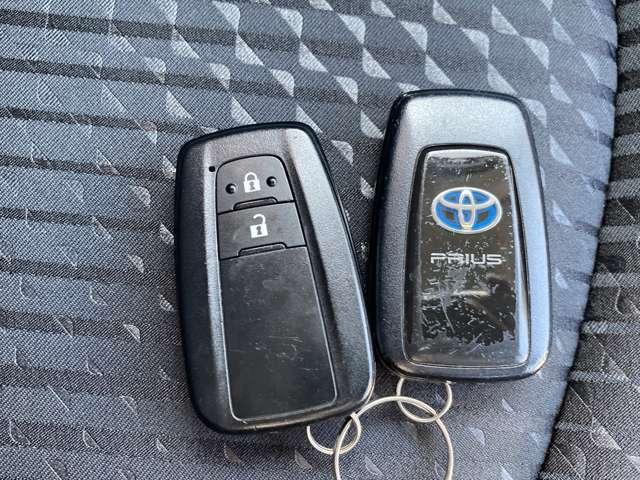 スマートキーなのでカバンやポケットに入れたままでもドアロックの開閉やエンジンの始動が可能ですよ