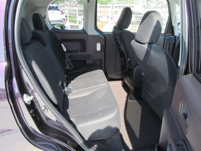 後部座席シート 広々スペース