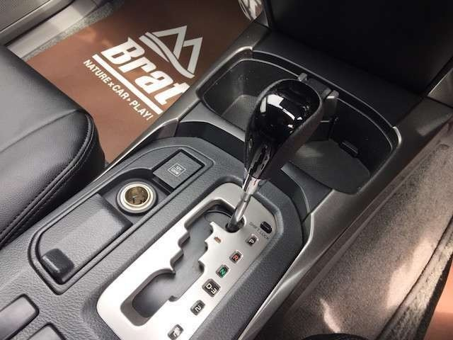 ★全車安心の充実保証が付きますので納車後も安心してお乗りいただけます★(年式、走行距離、排気量、国産輸入並行によって保証期間が異なります。詳しくはスタッフまで)