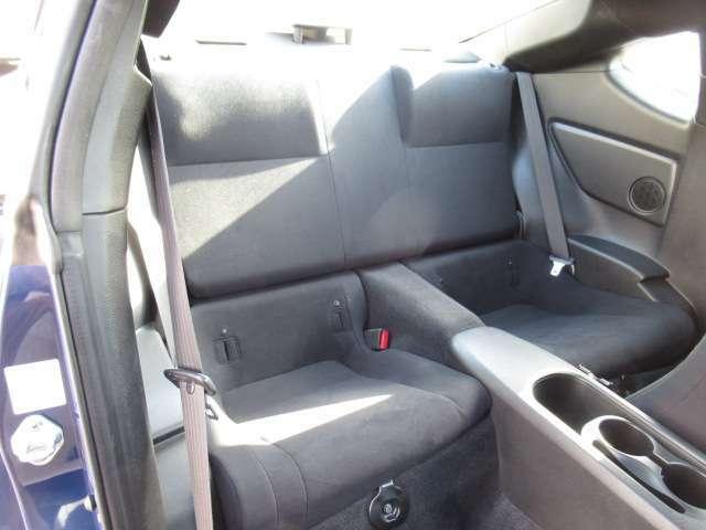後部座席も使用感少なくキレイです♪