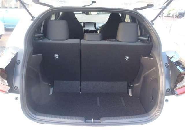 フル乗車時でも、充分な容量のラゲージスペースを確保しています。