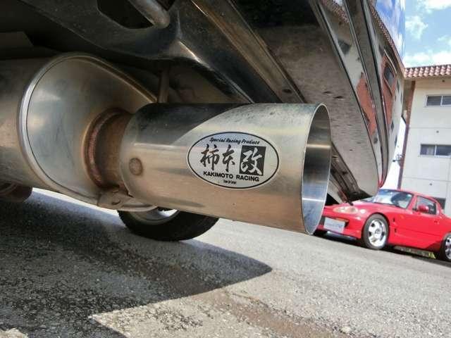 柿本改Kakimoto.Rマフラー!重低音の利いたマフラー音且つ、うるさすぎず排気効率の良いスポーツマフラー!テールエンドが2重構造なのでバンパーが焦げたりせず車に優しい設計!