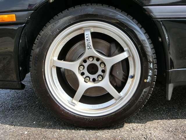 80スープラ用ブレーキキャリパー!RAYSグラムライツ17インチアルミホイール!タイヤはスタッドレスタイヤですが別途お好きなタイヤに交換することも可能ですのでお気軽にご相談ください!