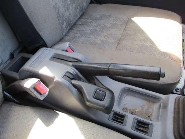 オーディオや外装など追加料金にて交換は可能です。持ち込みでも大歓迎。GTパーツなども大歓迎。買った車をかっこよくカスタムしちゃおう。※車検不適合パーツの取り付けはお断りしております。