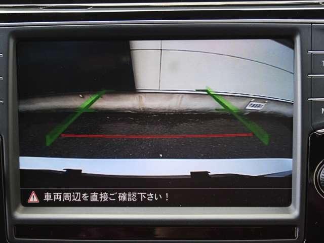 バックカメラも装備しており駐車時も安心です。