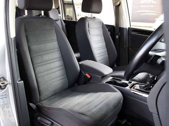 フロントシートです。使用感も少なく綺麗な状態です。