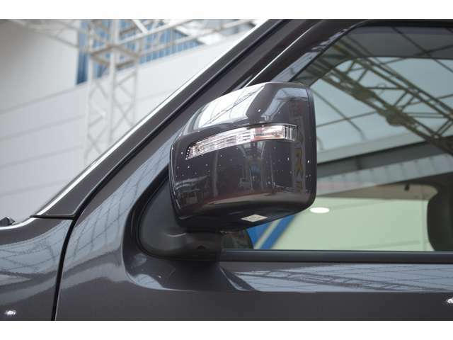 LEDサイドターンランプ付のサイドミラーにはヒーターが装備です