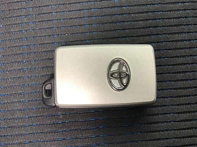 荷物を持っててポケットの中のキーが取りにくい・・・って思った事はないですか!このスマートキー機能で問題解決!キーを挿さずにスイッチ一つでロック解除&キーロック!勿論エンジンもキーなしでOK!!