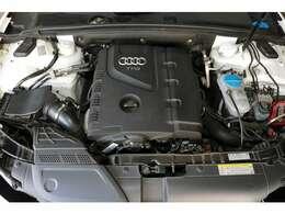2L 直列4気筒DOHCターボエンジンはパワー211ps、トルク35.7kgmを発生(カタログ値)