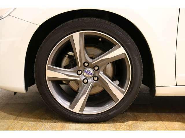 5本スポーク「Ixion ダイヤモンドカット」18インチアルミホイールに235/40 R18タイヤを装着しています!