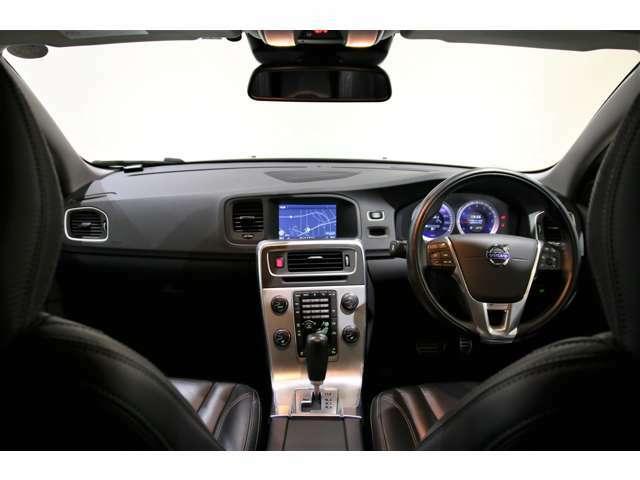 スポーティーなT4 Rデザインは限定700台の特別仕様車です!