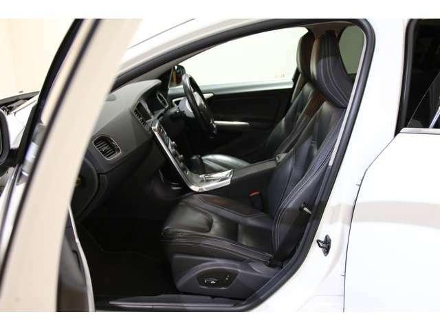 ブラックを基調とした内装はとてもスポーティーですね!ぜひ現車でご確認ください。