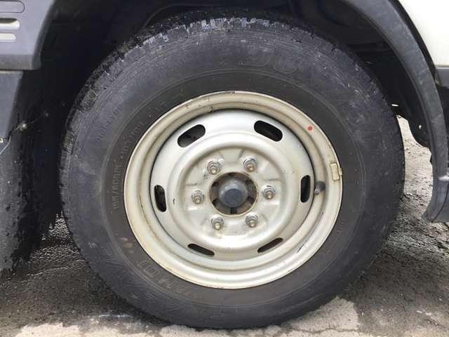 ☆フロントタイヤ 16年製195/80R15