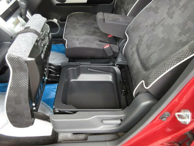 助手席シート下に収納BOXがございます☆