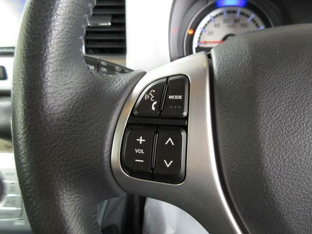 ハンドルの左側には、オーディオコントロールスイッチが付いております。