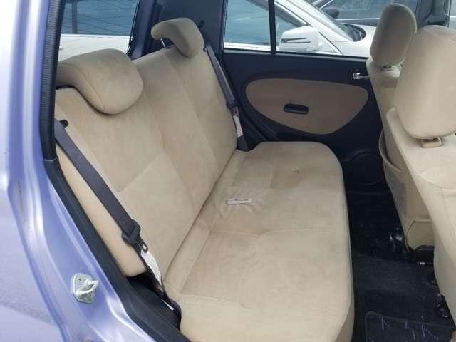 後部座席の写真です。目立つ汚れ、シミなどありません。