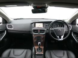 2017年モデルV40T3がインスクリプション入荷♪お洒落な木目インテリア&黒革シート、質感高いharman/kardonサラウンドシステムの音質♪低走行!内外装ともに綺麗な状態を維持しております♪
