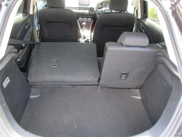■後部座席は6:4分割シートです。状況に応じて荷室の広さが変更できます。