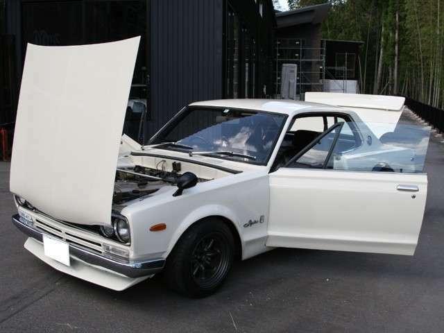 ダットサンコンペ/フロント車高調/前後GT-R白ガラス(10年前は純正ガラスが豊富に在庫あった時代のガラスです。)5ナンバー登録でGT-Rスタイルで気楽に乗れるハコスカも楽しい車の1台です。