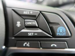 【衝突被害軽減システム】渋滞などでの低速走行中、前方の車両をレーザーレーダーが検知し、衝突を回避できないと判断した場合に、追突などの危険を回避、または衝突の被害を軽減します。