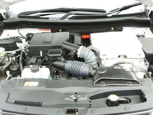 モーター駆動により、大きな初動トルクを発揮し、滑らかな加速と発進性が体感できます。さらに前輪後輪それぞれに独立した高出力モーターを搭載したツインモーター4WDを採用。