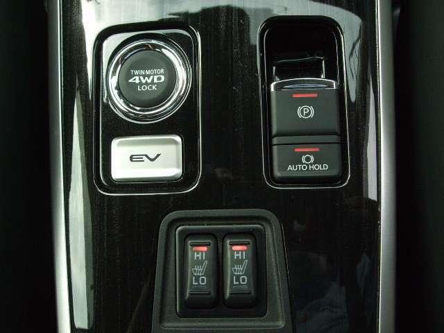運転席、助手席には2段階式のシートヒーターを装備。電動パーキングにはオートホールド機能も搭載しています。