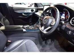 AMGエアロ・AMG19インチアルミホイール・自動リアゲート・自動リアゲート&ハンズフリーアクセス・LEDヘッドライト・パドルシフト付きマルチファンクションステア・ブラッシュドアルミニウムインテリア