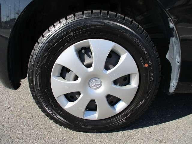 タイヤがスタッドレスタイヤです。(まだまだ充分使用可能です。普通タイヤの装備なし)◆スタッドレスタイヤ・アルミホイールなどのご相談もお気軽に!中古のタイヤ・ホイールなどのご紹介もさせていただきます!