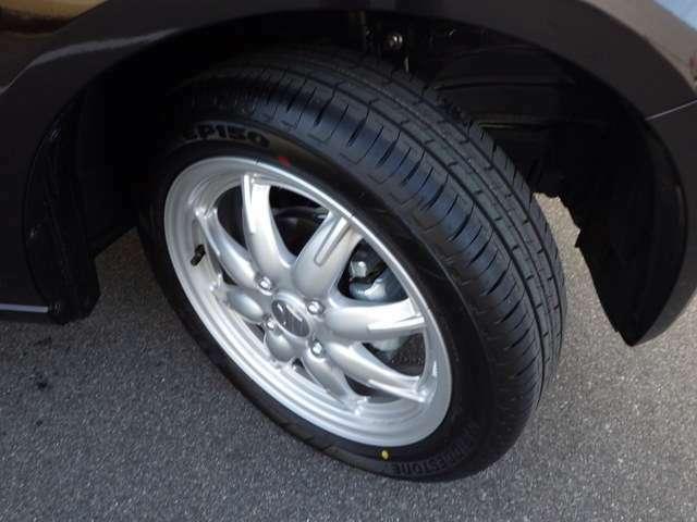 安心してドライブを楽しんでいただけるようにタイヤの溝もしっかりチェック!