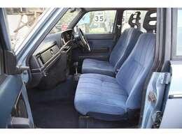 ブルーのモケットシートがオシャレです。カリフォルニアのライフスタイル好きな方にはたまらない一台です。